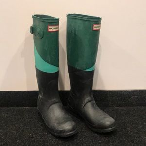 Tri color hunter boots with weatherproof coat